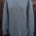 Garnkit med gratis strikkeopskrift til lang blød sweater. Doggerland Design
