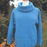 Garnkit med gratis strikkeopskrift på rullekrave sweater med bred rib. Doggerland Design