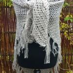 Garnkit med gratis opskrift til nemt hæklet trekantet sjal med frynser, i Shetlandsuld. Doggerland Design