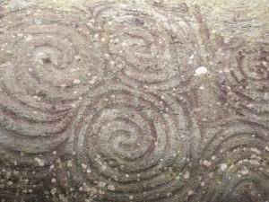 Stenalder mønster på sten ved Newgrange, Irland. Foto: Marianne Porsborg 2012