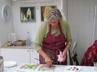Lene Lundgaard i sit atelier. Foto: Lene Lundgaard.