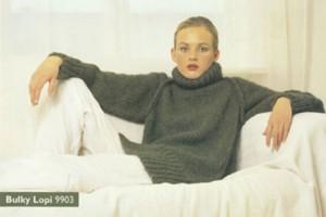 Skøn raglan rullekrave sweater i Bulkylopi. Foto: Istex.