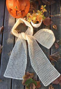 Gratis opskrift til hæklet hue og halstørklæde i tynd uldgarn. Design, opskrift og foto: Doggerland Design, Marianne Porsborg