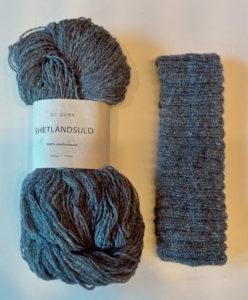 Gratis strikkeopskrift til nemt pandebånd i uldgarn. Design og opskrift: Marianne Porsborg v/Doggerland Design