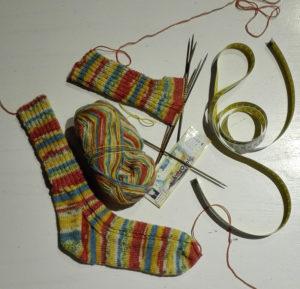 Hvordan man strikker to par sokker størrelse 38 af 100 gram strømpegarn