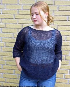 4100a506ca3 Strikkekit, garn og opskrift til strik af nem uldbluse, model Aine fra  Doggerland Design