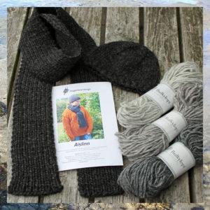 Strikkekit Aislinn fingerbøl hue og langt halstørklæde i tyk islandsk uld, Bulkylopi. Design og foto: Doggerland Design