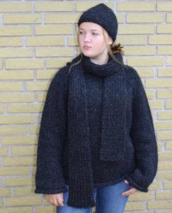 Bedelia og Aislinn strikkekit fra garnkits.dk. Design og foto af Marianne Porsborg