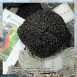 Pakke med garn og opskrift til strik af hue og halstørklæde, model Aislinn, i tyk islandsk uldgarn