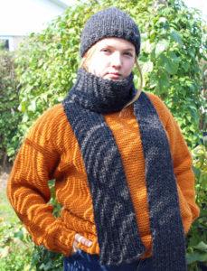 Strikkekit garn og opskrift til strik af lille hue og langt halstørklæde i tyk islandsk uld