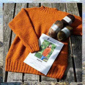 Strikkekit med Lettlopi uldgarn og opskrift til strik af lang sweater med retrillemønster. Design og foto: Marianne Damgaard Porsborg