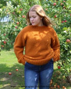 Strikkekit garn og opskrift til strik af enkel retrille sweater. Design og foto: Marianne Damgaard Porsborg