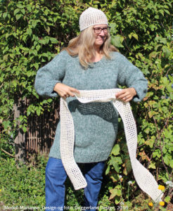Clodagh hæklekit med garn og opskrift til hækling af let hue og halstørklæde. Doggerland Design