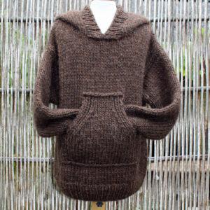 Anorak med kængurulomme, strikkes med garn og opskrift i tyk islandsk uld, kit Kelly 2 fra Doggerland Design