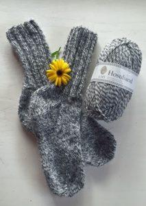 Strikkekit garn og opskrift til strik af klassiske ragsokker i islandsk uldgarn Hosuband. Design og foto: Marianne Damgaard Porsborg